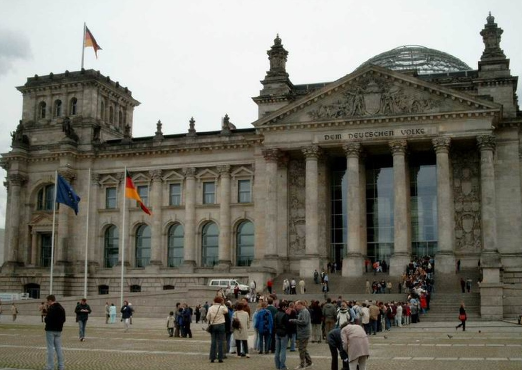 Besichtigung des Reichstages Treffpunkt 13:50 Paul Löbe Haus